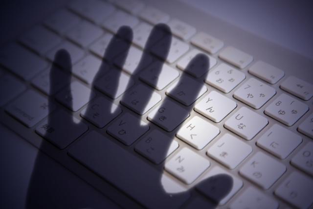 不正を働こうとする悪質なネットユーザー